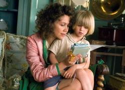 няня, ребенок и телевизор